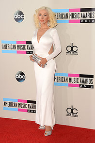 Christina-Aguilera-oozed-retro-glamour-long-sleeved-white-Maria