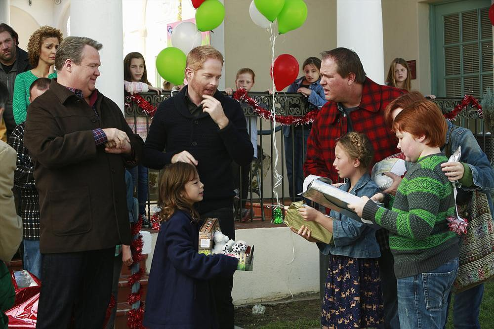 Modern Family Cam (Eric Stonestreet), Lily (Aubrey Anderson-Emmons), and Mitchell (Jesse Tyler Ferguson) confront another family (Alexis Rosinsky, Trevor Larcom).