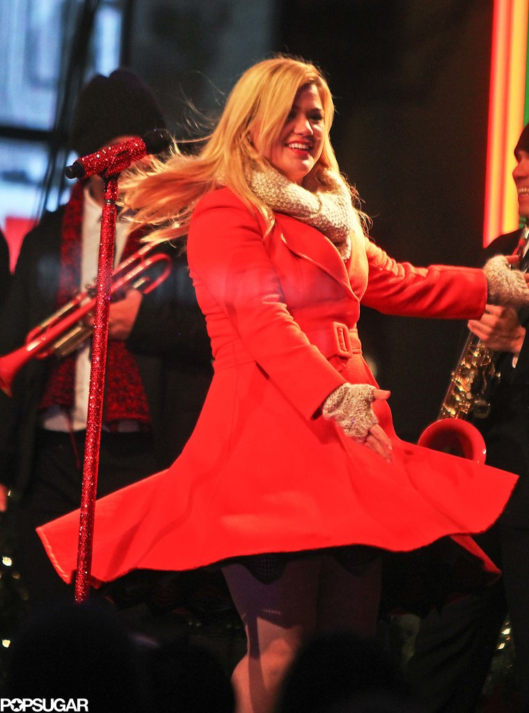 "Kelly Clarkson was truly ""Wrapped in Red"" with a festive red coat during her Rockefeller Center tree lighting taping."