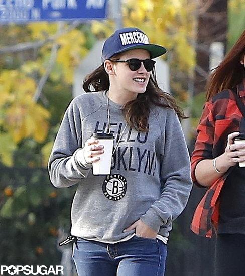 Kristen-Stewart-wore-Brooklyn-Nets-sweatshirt