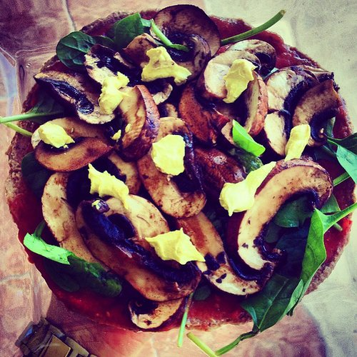 (Semi-Raw, Paleo, Vegan, Oil Free) Mushroom Pizza