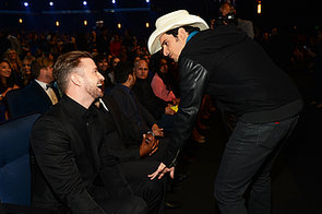 Justin-chatted-country-crooner-Brad-Paisley