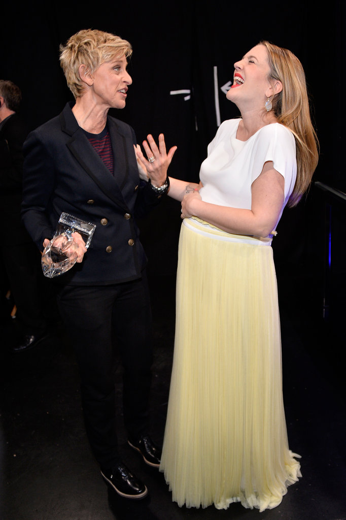 Something seriously cracked Drew Barrymore up at the People's Choice Awards while she was talking to Ellen DeGeneres.