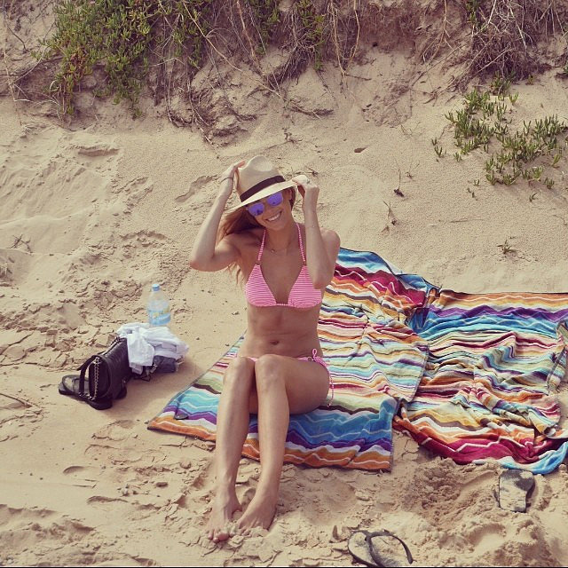 Jennifer Hawkins relaxed on the beach in a pink bikini in Jan. 2014.
