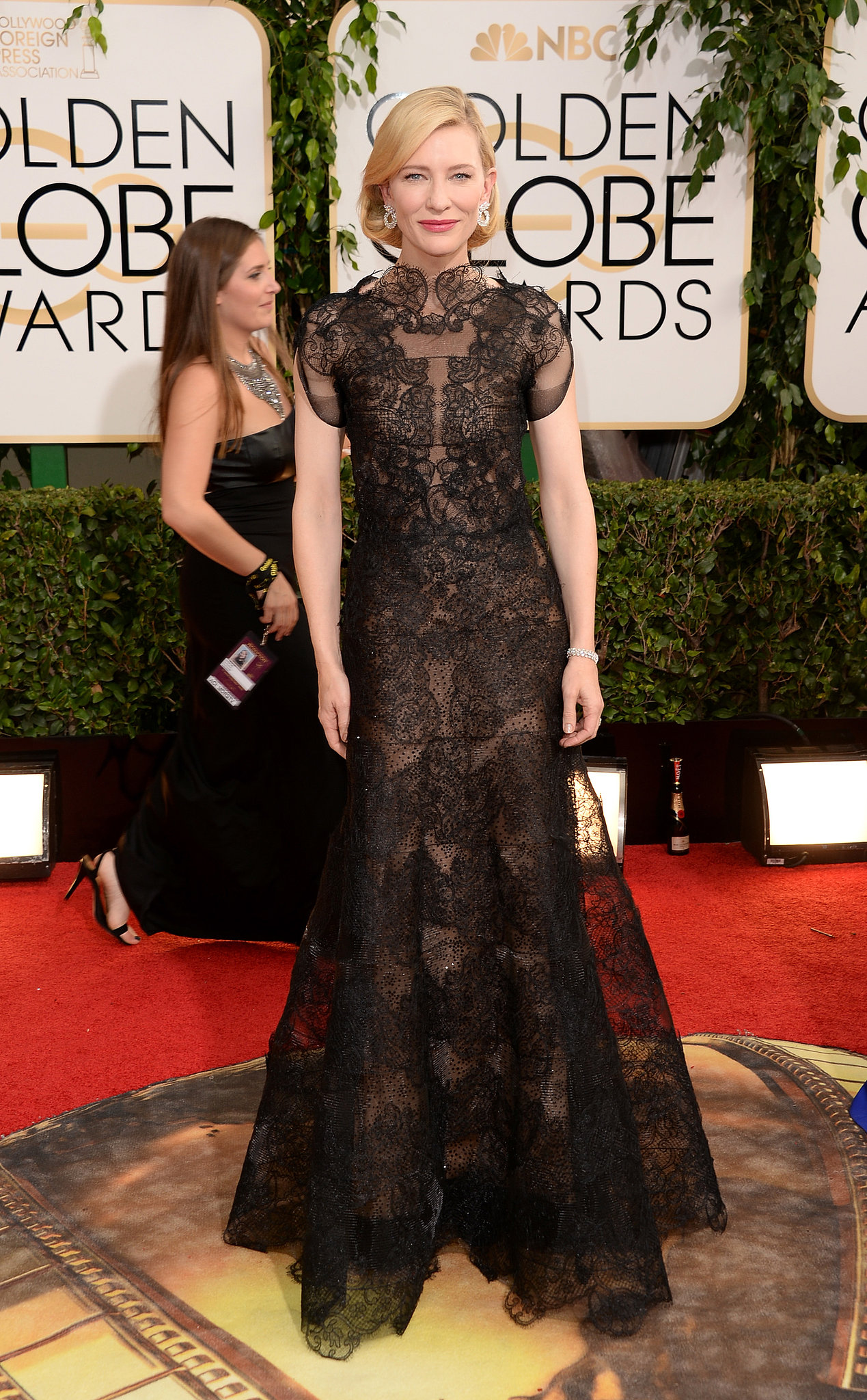 Cate Blanchett stole the show on the Golden Globes red carpet.