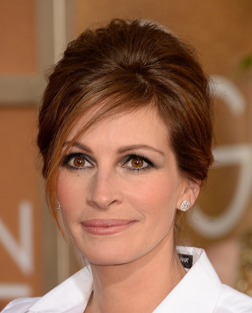 Julia Roberts lined her gorgeous hazel eyes with brown smoky shadow that complemented her chestnut locks.