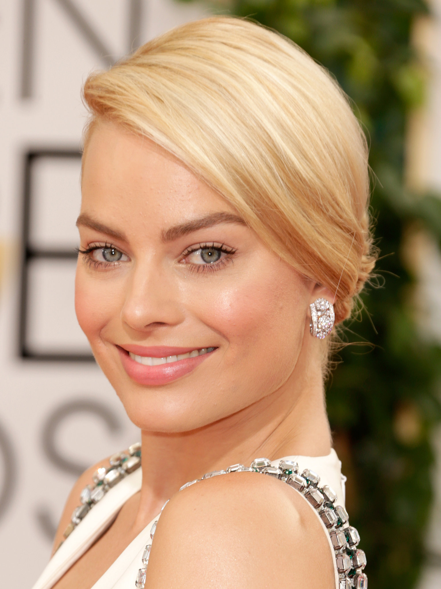 Margot Robbie accessorized with major diamond earrings.