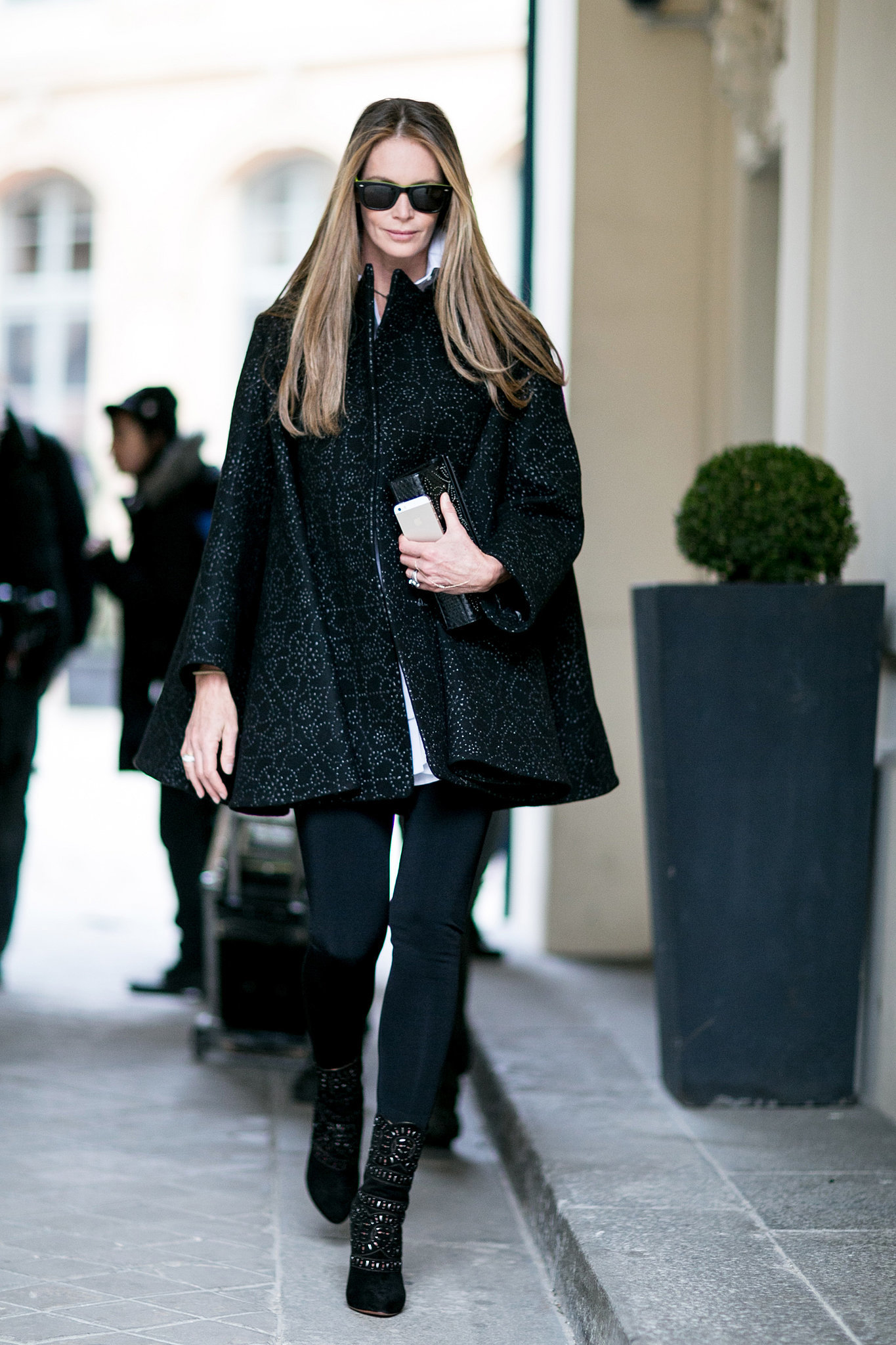 For Elle Macpherson The Sidewalk Might As Well Have Been A Runway See The Street Style Magic