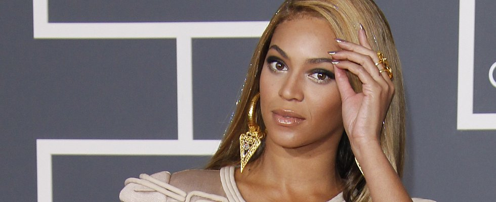 The Best (and Wildest!) Nails in Grammys History