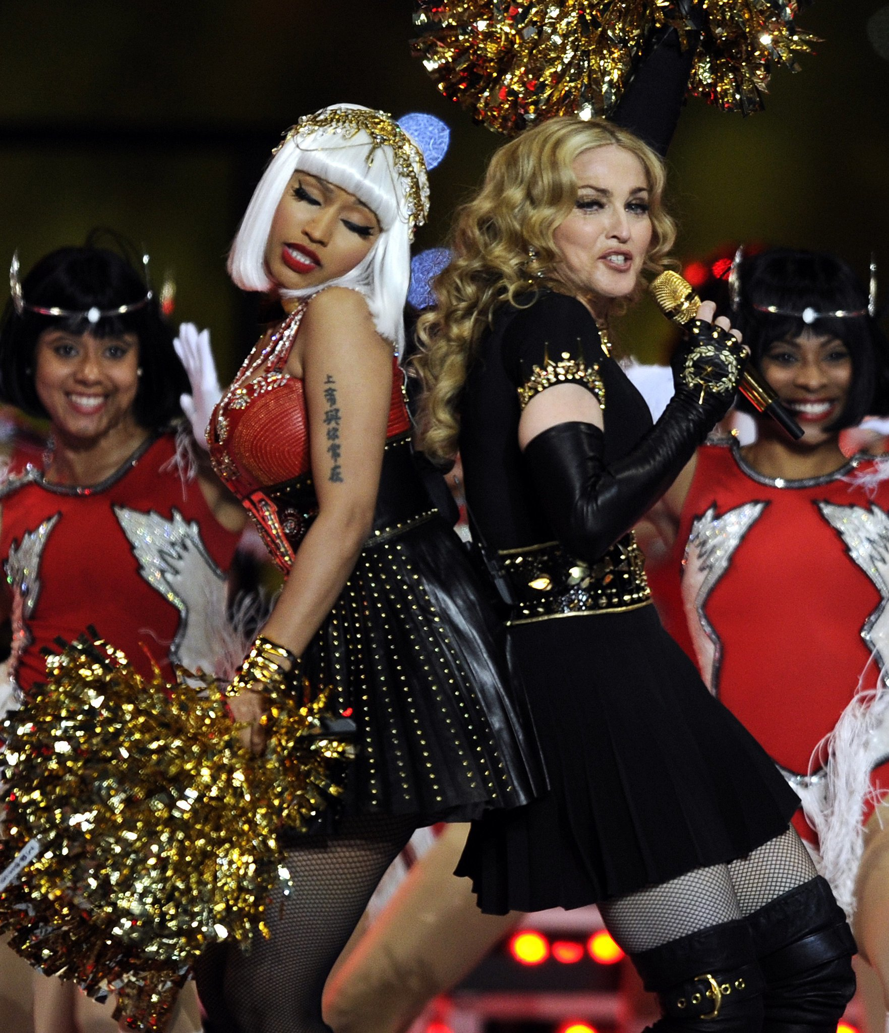 Super Bowl 2012 performers Madonna and Nicki Minaj danced together.