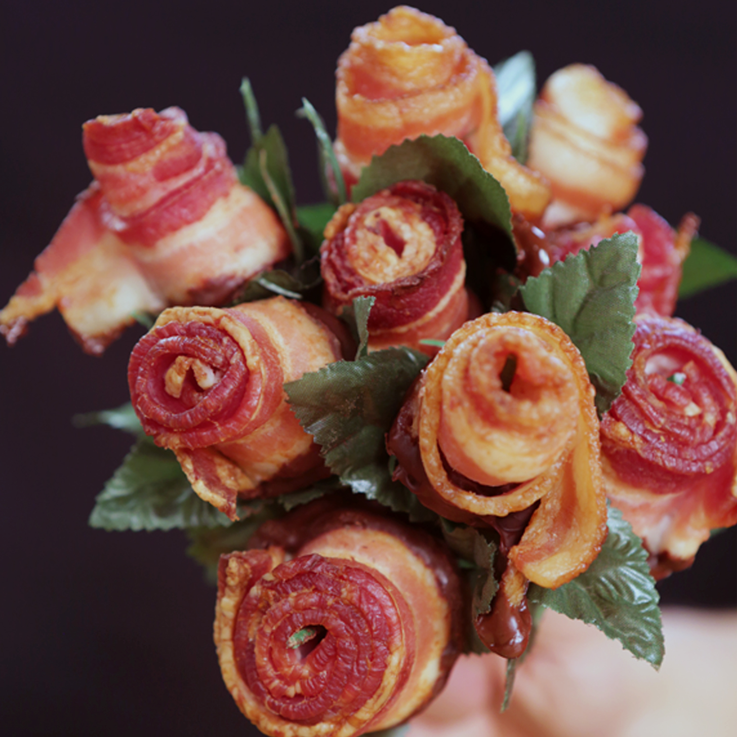 How to make a bacon rose bouquet video popsugar food for Cuisine rose