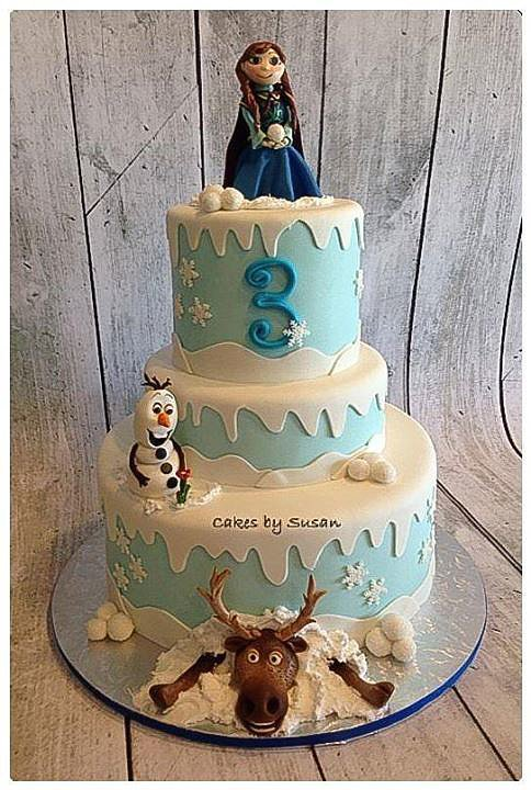 A Wow-Worthy Frozen Cake