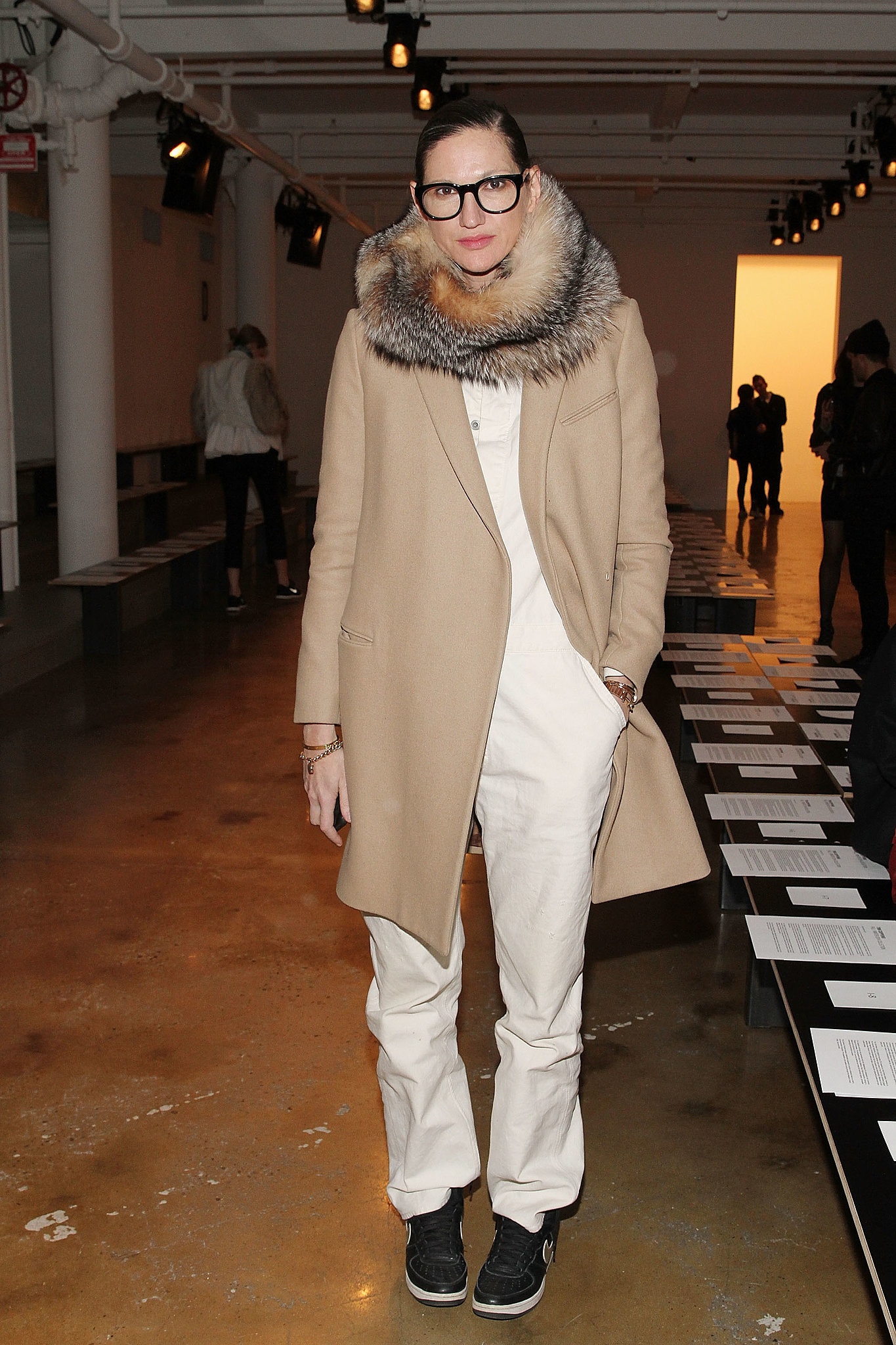 Even as a queen of mixing pattern and color, Jenna can still retreat to the simplicity of a good mix of white and tan.