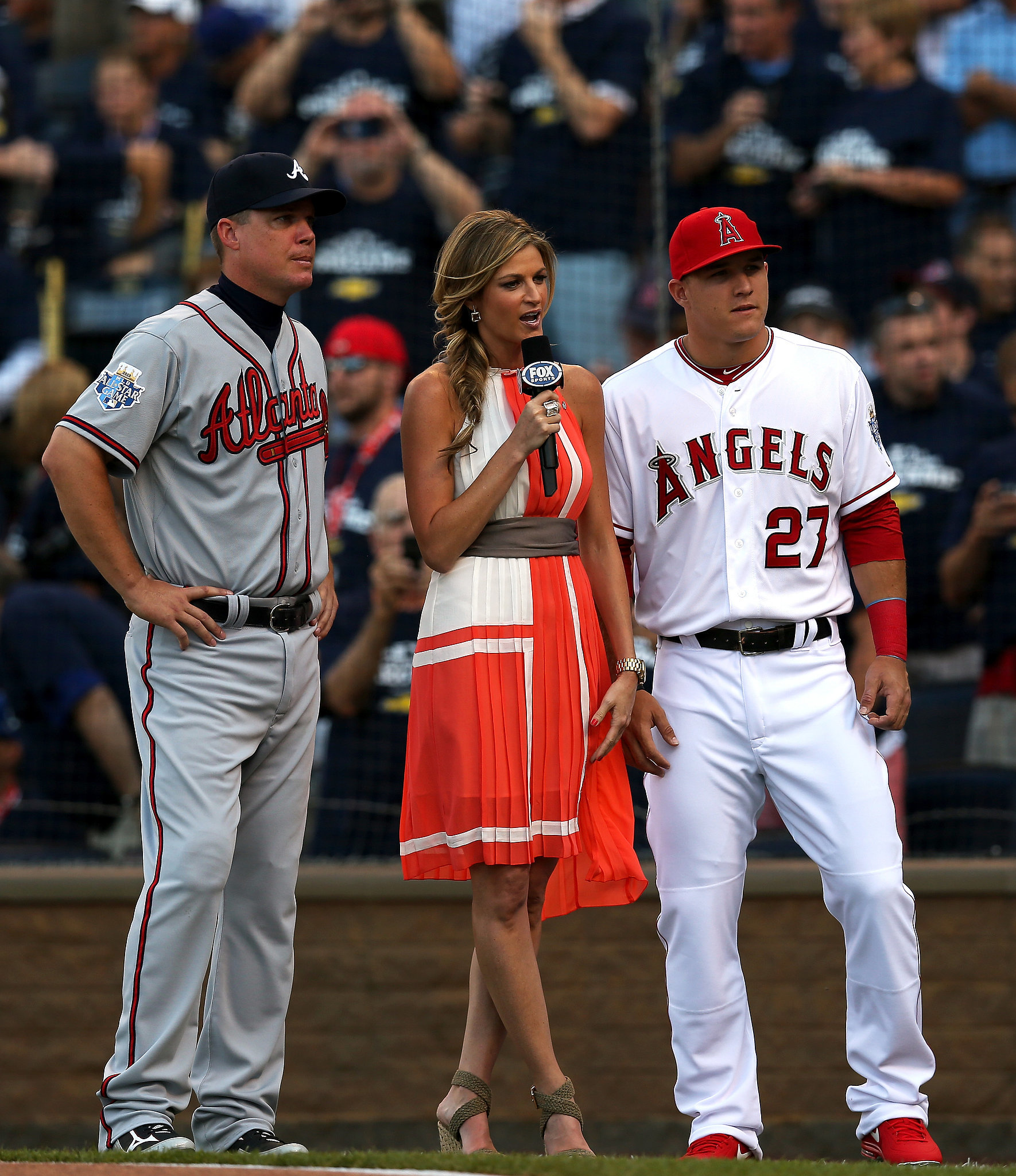 In 2012, Erin made headlines again when she left her role at ESPN to work for Fox Sports as a field reporter for most of the network's major sporting events. It was a big move and caused speculation that ESPN didn't really want to keep her and that other networks, like NBC and ABC, weren't interested in her.