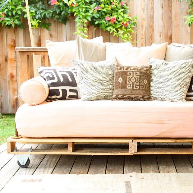 DIY Pallet Daybed | POPSUGAR Home