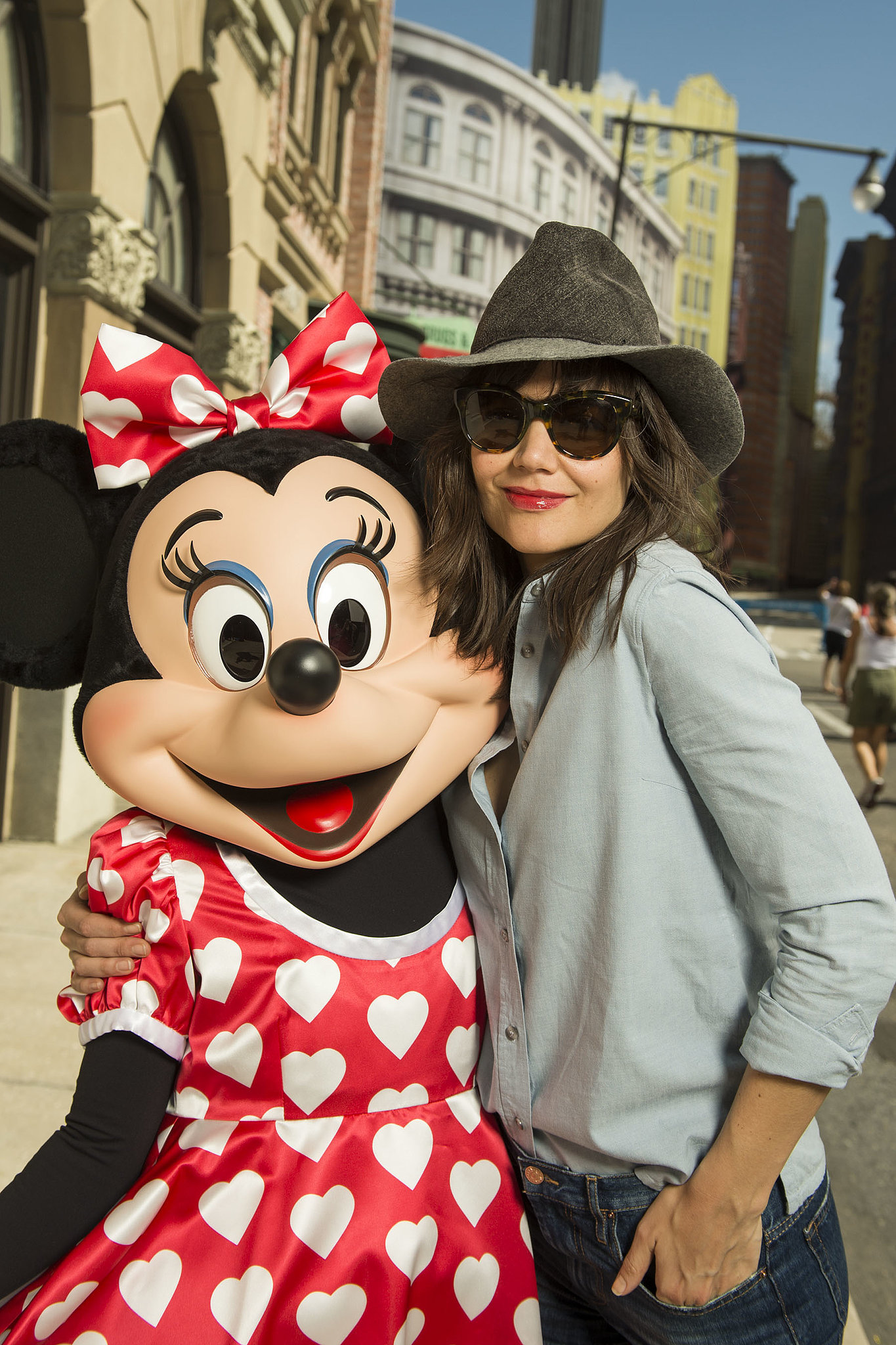Minnie Mouse looked superpsyched to see Katie Holmes at Walt Disney World on Sunday.