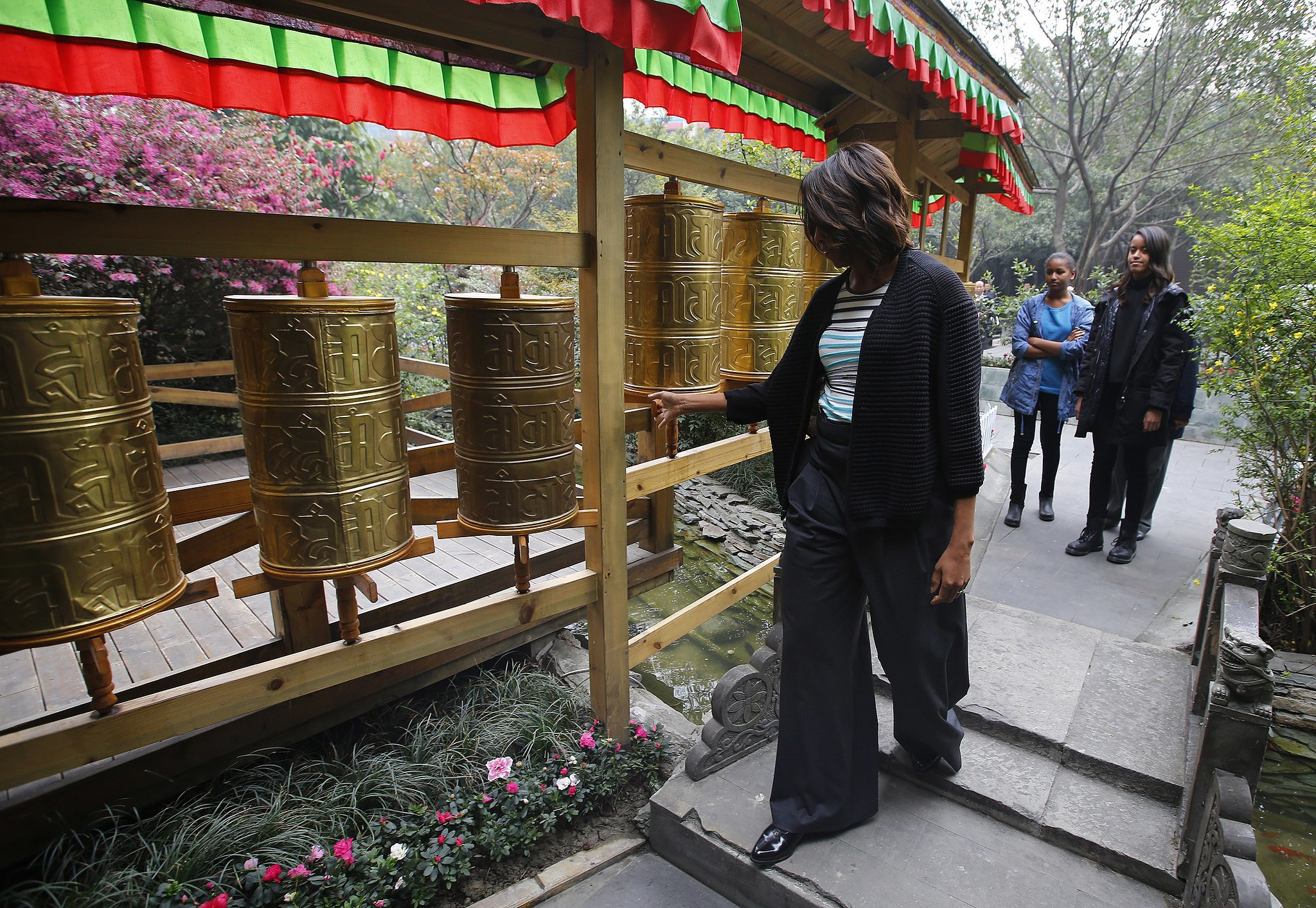 Michelle Obama checked out a Tibetan prayer wheel while at a restaurant in Chengdu.
