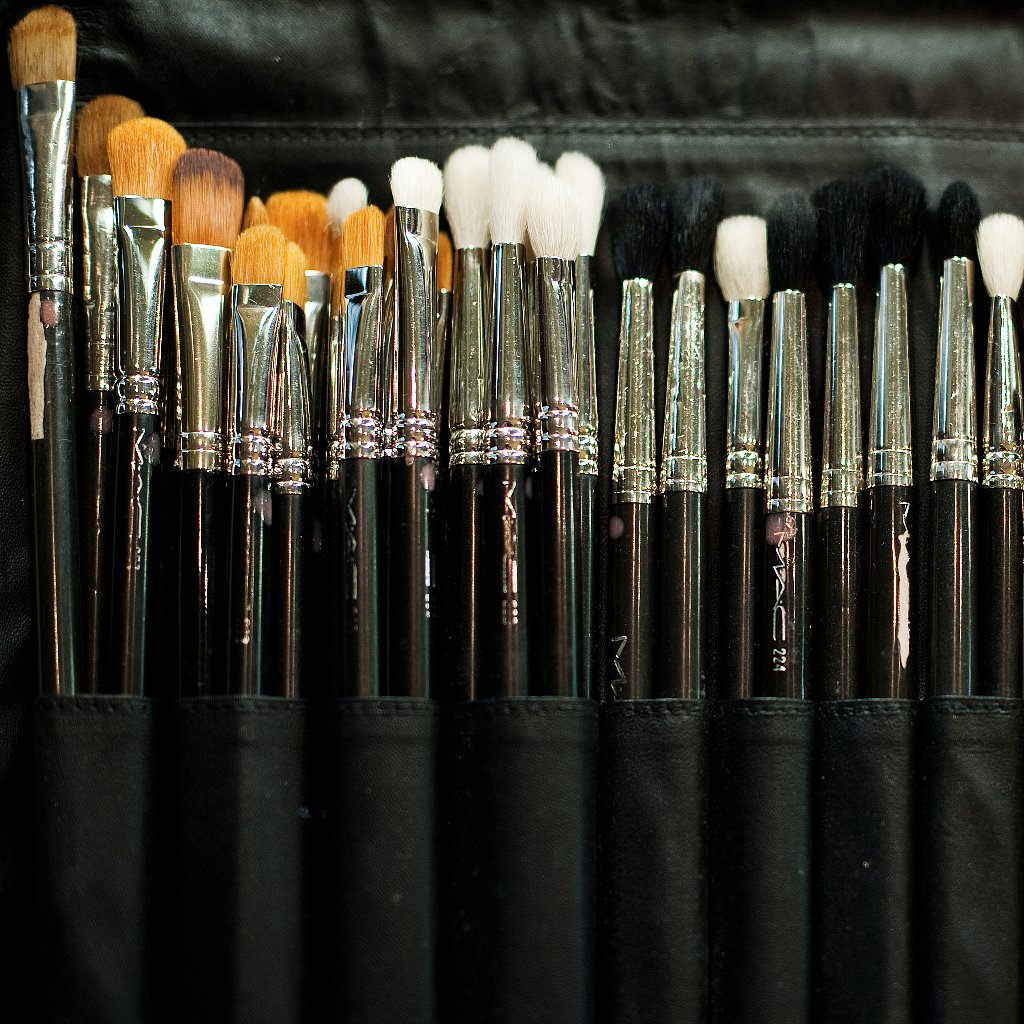 how to clean makeup brushes popsugar beauty. Black Bedroom Furniture Sets. Home Design Ideas