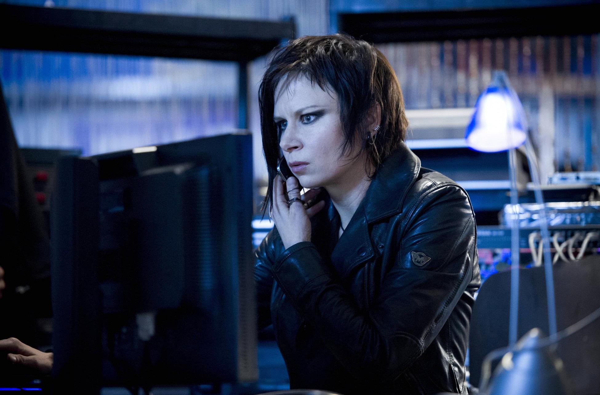 Mary Lynn Rajskub is back as Chloe O'Brian.