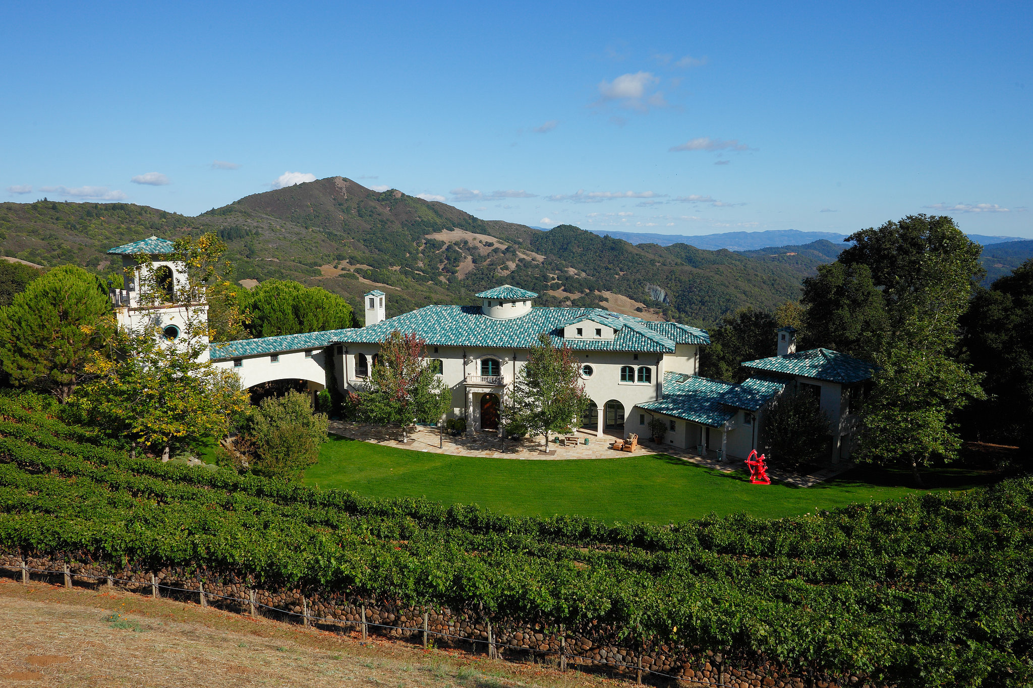 Sure, it looks like Tuscany, Italy, but Robin's California estate is nestled in the Mayacamas Mountains between Napa and Sonoma Valleys.   Image Source: Property listing by Joyce Rey and Cyd Greer for Coldwell Bankers Previews International