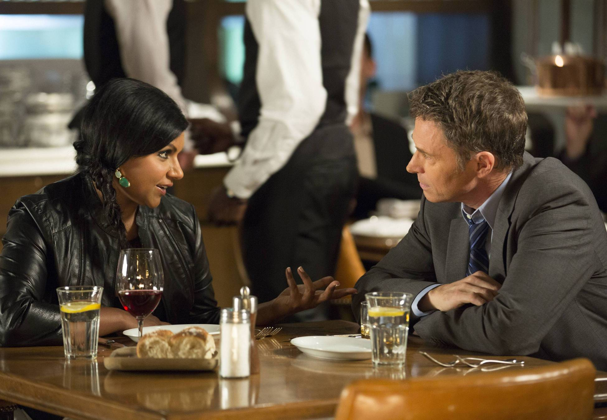 Yep! Looks like a date with Charlie (guest star Tim Daly).