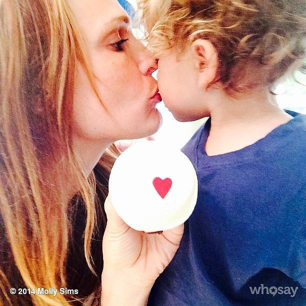 Molly Sims shared her love with little Brooks through a heart-decorated cupcake. Source: Instagram user mollybsims