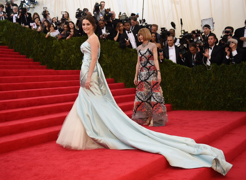 Bee Shaffer was having her staircase moment while her mom, Vogue editor Anna Wintour, walked behind her.