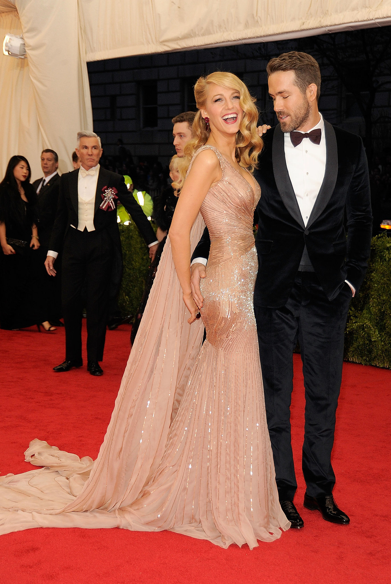 Ryan Reynolds joked with Blake Lively in front of photographer.