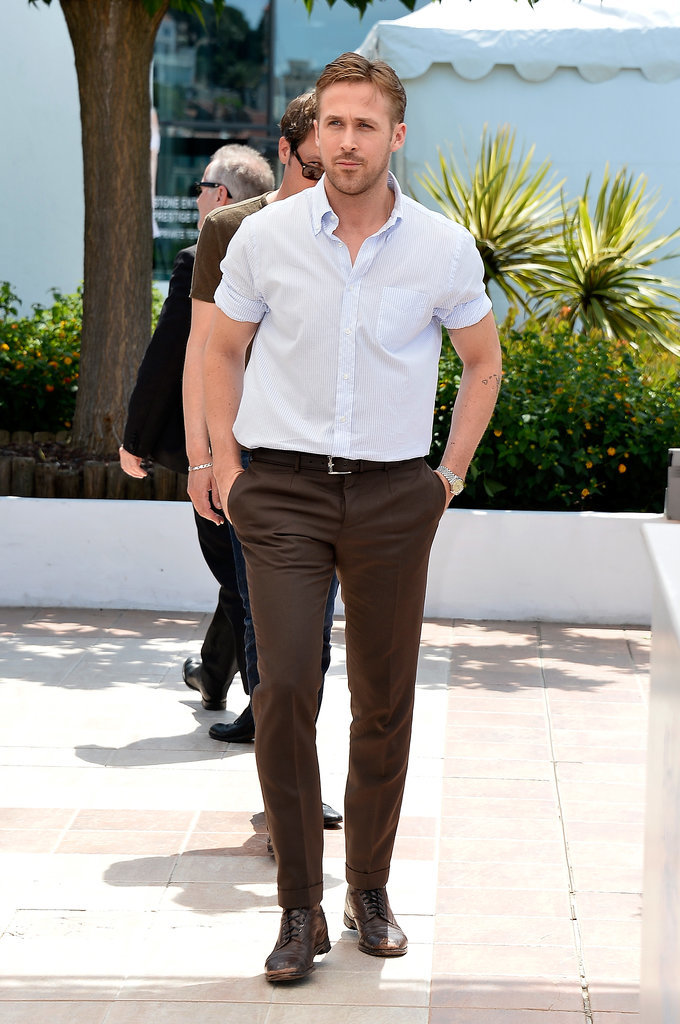 Ryan Gosling showed off his muscles in a short-sleeved button-up shirt.
