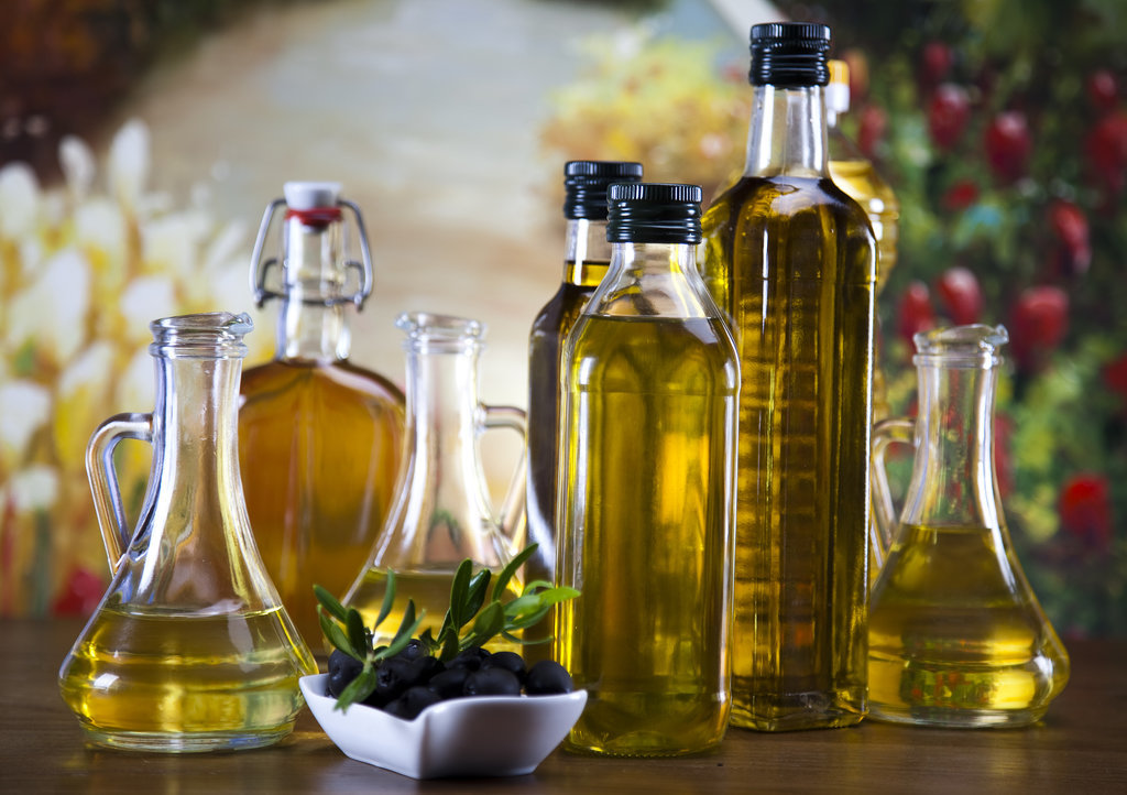 http://www.popsugar.com/beauty/Beauty-Uses-Olive-Oil-34862935?stream_view=1#photo-34862937