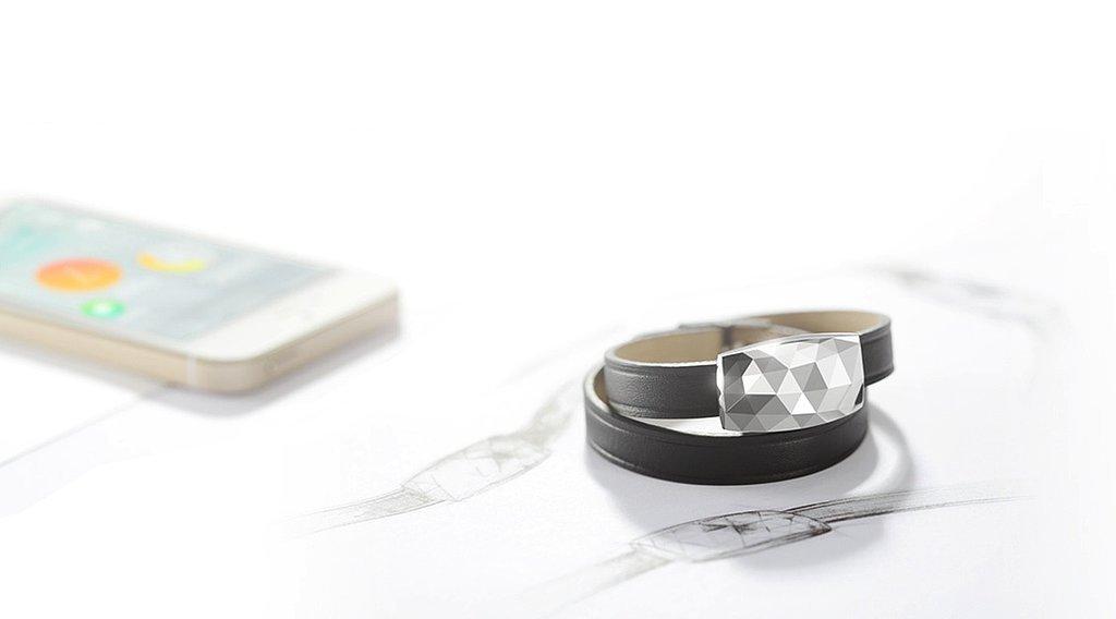 A UV-Tracking Jewel