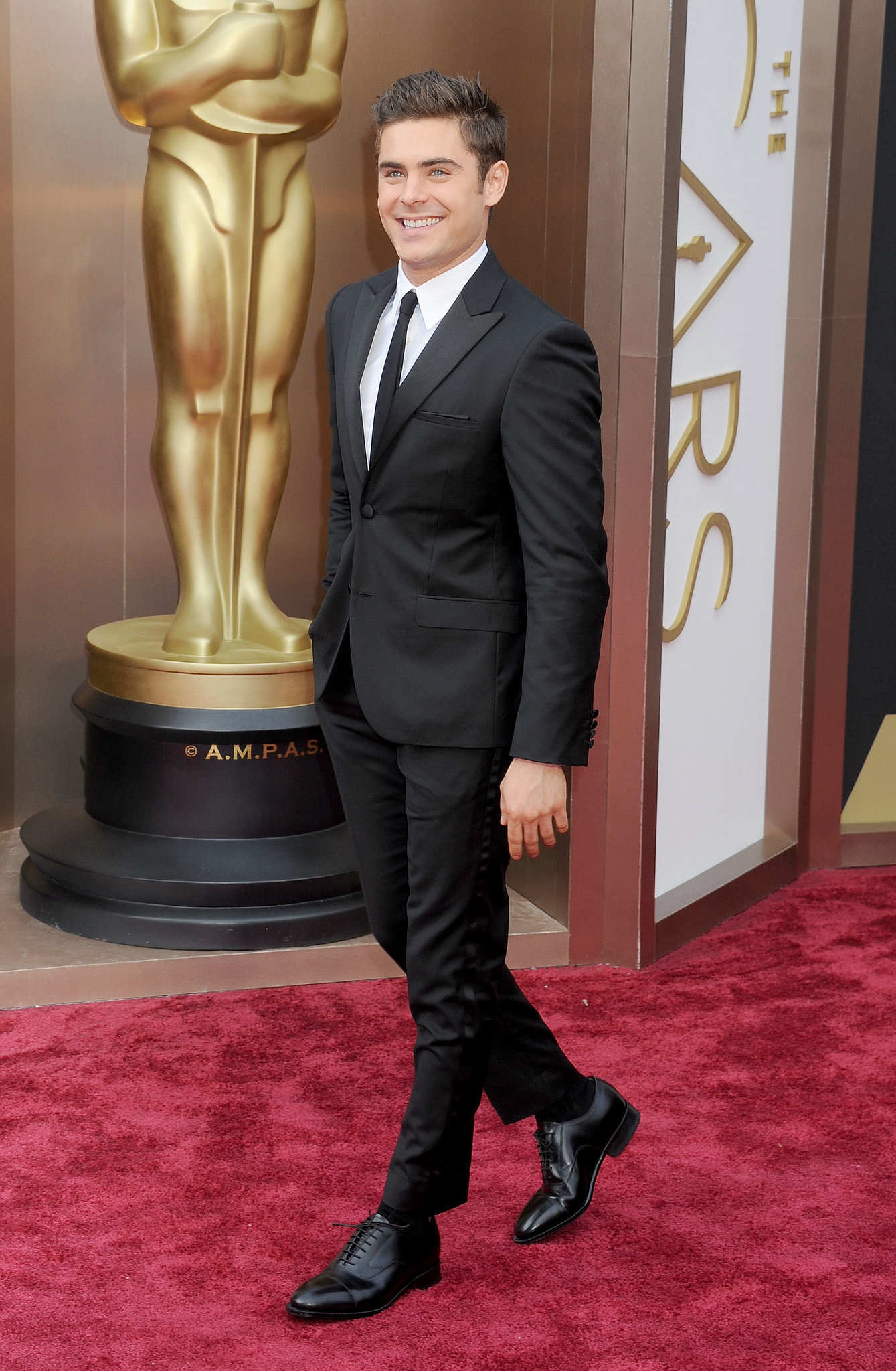Avert your stare from this sexy red carpet strut.