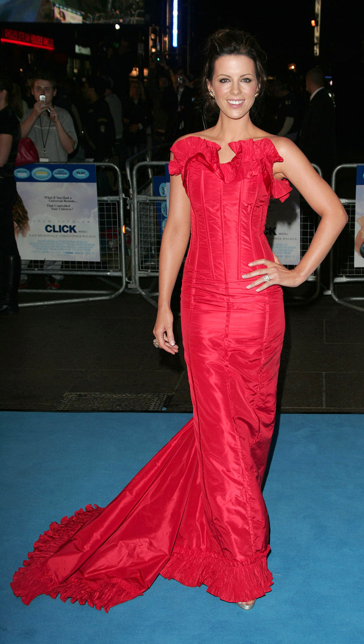 In September 2006, Kate Beckinsale sported a hot red corset dress in London.