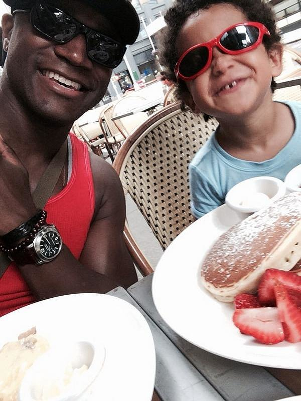 Taye and Walker Diggs dined al fresco.  Source: Twitter user tayediggs
