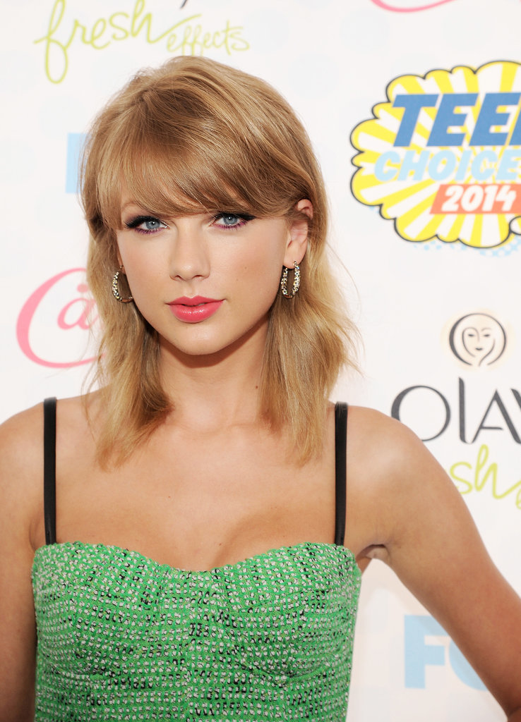 Taylor Swift Shows Off Her Nominated Smile on the Teen Choice Red Carpet