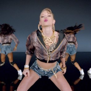 "Taylor Swift ""Shake It Off"" Music Video"