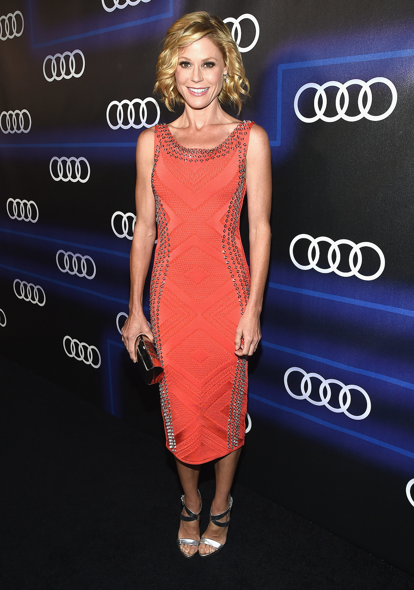 Julie Bowen worked the carpet solo on Thursday.