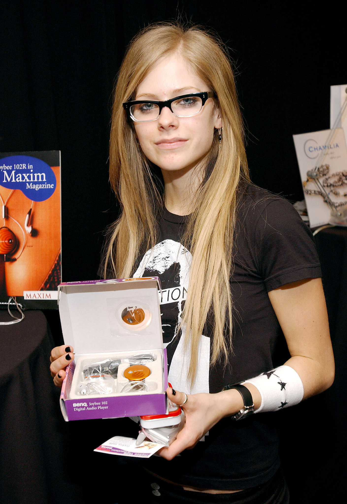 """Avril Lavigne thinks, """"IDGAF about this Joybee 102R MP3 Player,"""" in 2004."""