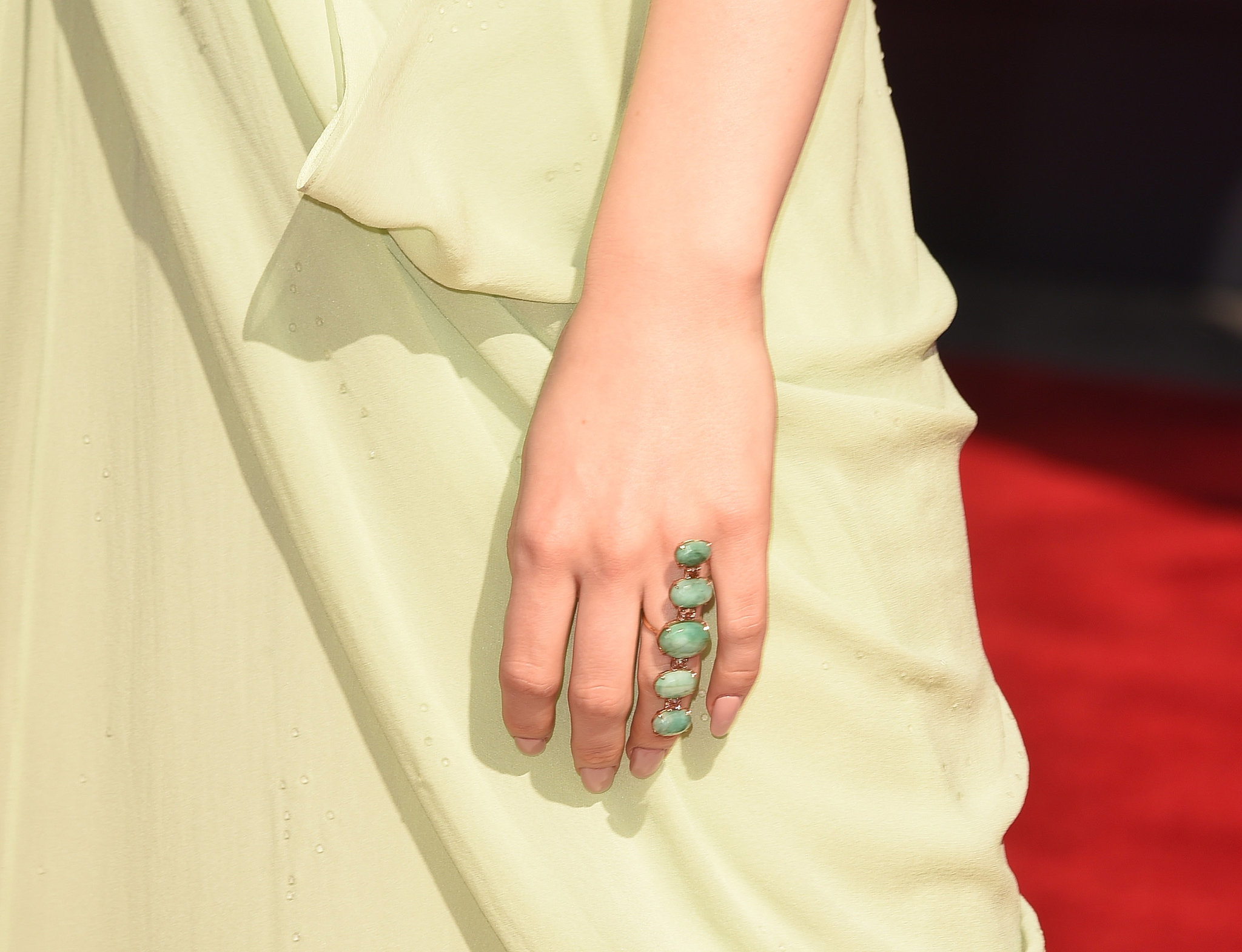 Jessie J's pearl-embellished Lorraine Schwartz ring was a subtle yet elegant addition to her gorgeous vintage Halston dress.