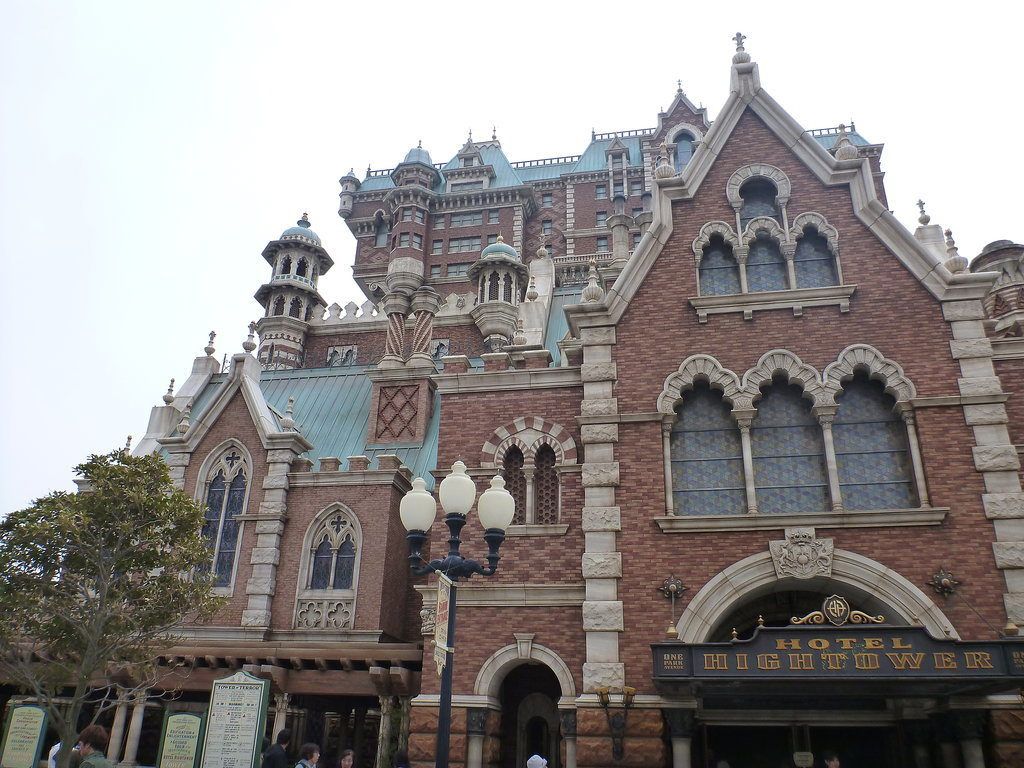 Hollywood Tower = Hotel Hightower?
