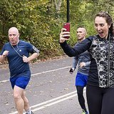 NYC Marathon Runner Took Funny Selfies With Guys During Race