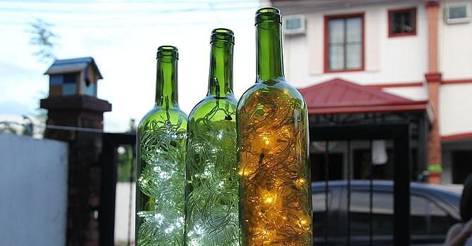 Wine bottle accent lights 23 unique ways to decorate for Ways to decorate wine bottles