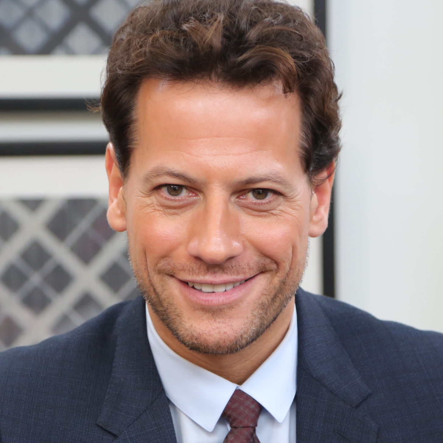 Ioan Gruffudd earned a  million dollar salary, leaving the net worth at 6 million in 2017