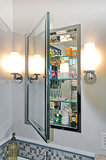 Medicine Cabinets: Should You Get a Recessed or Wall-Mounted Style? (14 photos)