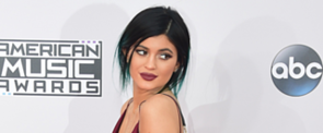Kylie Jenner Broke a Big Beauty Rule at the AMAs