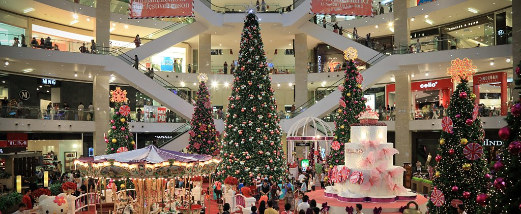 17 Reasons Everybody Hates the Mall at Christmastime (in GIFs)