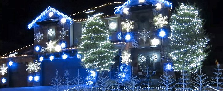 """This """"Let It Go"""" Christmas Light Show Is Major Eye Candy"""