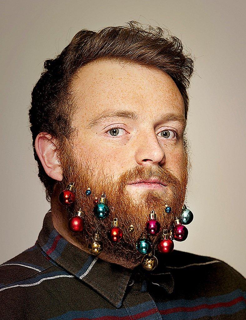 beard bling yes ornament beards are now happening for men popsugar beauty. Black Bedroom Furniture Sets. Home Design Ideas