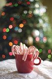 8 Cute Last-Minute Ideas For Displaying Extra Candy Canes