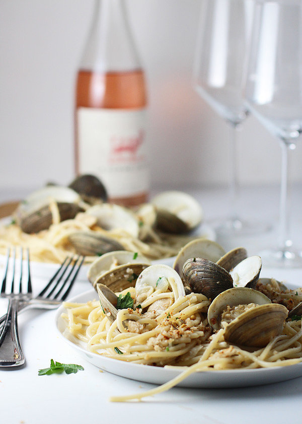 Spaghetti and Clams With Brown Butter and Garlic Breadcrumbs